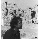 Jean-Claude Golvin dans l'amphithéâtre d'El-Jem en 1977